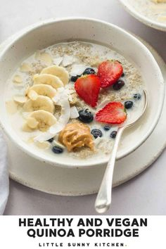 Healthy and vegan quinoa porridge with almond milk and berries. The best way to start your day! So healthy and good. Easy To Make Breakfast, Clean Breakfast, Nutritious Breakfast, Vegan Breakfast Recipes, Breakfast Ideas, Vegan Recipes, Veggie Cakes, Quinoa Porridge, Porridge Recipes