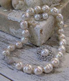 Majorica Jewelry - man-made pearl company #marjorica #manmadepearl #sarahcarolyn