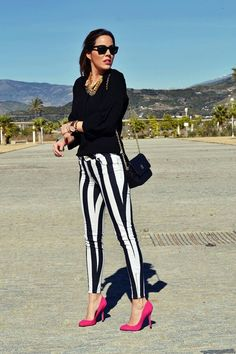 Striped Pant with red shoes Jean Outfits, Fashion Outfits, Stripped Pants, Badass Style, Insta Outfits, Insta Look, Colored Pants, Cute Fall Outfits, Professional Outfits