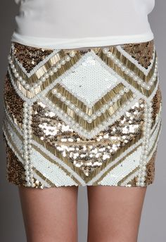 Joulik pearl skirt Bordados Tambour, Tambour Embroidery, Couture Details, Fashion Details, Skirt Fashion, Diy Fashion, Estilo Rock, Gold Work, Hand Art