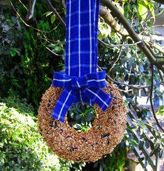 Simple and Festive Bird Feeder Wreath Makes a Great Gift | via The Honest Company blog