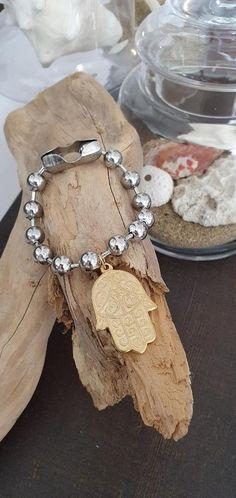 #kayojewelryco #etsypuertorico #etsy #ballchainbracelets #hamsa #talismanjewelry #fatimashand #chunkybracelets #womans40jewelry #jewelrytrends2021 #ballchainbracelets #trends2021 #jewellry2021 #giftideas #fashionbracelets #fashiondesign #goldhamsa #bracelets #handmadebracelets #hamsa2021 #manodefatima #joyeria2021 #etsyjewelry #bohemianbracelets #bohojewelry