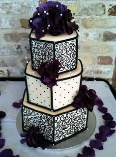 Tartas de boda - Wedding Cake - Gorgeous Ivory, Black and Dark purple wedding cake! Gothic Wedding Cake, Beautiful Wedding Cakes, Gorgeous Cakes, Pretty Cakes, Cute Cakes, Amazing Cakes, Medieval Wedding, Crazy Cakes, Fancy Cakes