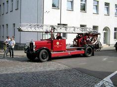Drehleiter Magirus M 27 L beim Feuerwehrumzug in Wurzen am 22.09.07 Fire Apparatus, Fire Engine, Fire Trucks, Automobile, Lego, Usa, Emergency Vehicles, Moving Home, Binder