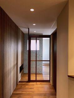Mさんの家 BLOG見学会 | ハンズデザイン一級建築士事務所 Interior Architecture, Entrance, Divider, Room, Furniture, Design, Home Decor, Architecture Interior Design, Bedroom