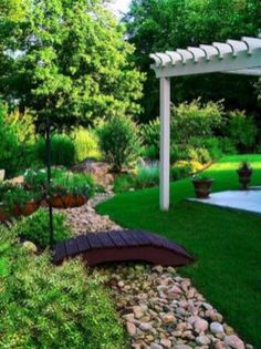 Fresh And Beautiful Yard Landscaping Ideas (01)