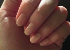 Att ha fina och fräscha naglar är något som alla borde sträva efter. Även killar, eftersom tjejer tycker att det är bland det viktigaste.
