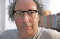 Noto per i suoi libri e le sue sferzanti opinioni sulla società civile e politica, Fulvio Abbate è ormai anche una star dei social network. ...