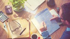 6 Dumb Money Moves Most Entrepreneurs Make - SmartSanta ;D - Finanzen Business Credit Cards, Credit Score, Inbound Marketing, Content Marketing, Social Marketing, Digital Marketing, Entrepreneur Stories, Internal Audit, Business Software