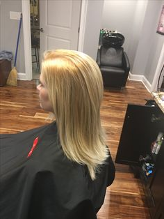 Beautiful lightest of blondes!! Love the oil delivery system Redken with built in protein!!