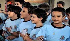 Ensino Fundamental em Londrina recebe cadastro de alunos para 2017  A partir desta segunda-feira (26), a Secretaria Municipal de Educação (SME) realiza o cadastramento de crianças para cursar o 1º ano do Ensino Fundamental em 2017. Os responsáveis por alunos que estão matriculados no P5, e de crianças nascidas de 1º de janeiro de 2010 a 31 de março de 2011, devem efetuar o cadastro em qualquer escola da rede municipal.