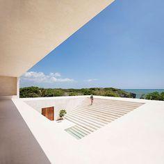 Dalton House on the Kenyan Coast by Spanish architect Alberto Morell