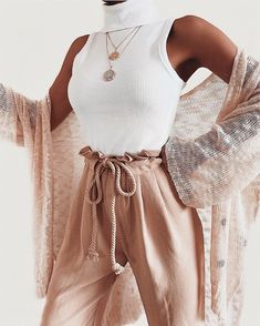 Top that I like, lovely pants - ChicLadies. 70s Fashion, Fashion 2020, Look Fashion, Fashion Outfits, Fashion Ideas, Cute Casual Outfits, Stylish Outfits, Summer Outfits, Aesthetic Fashion