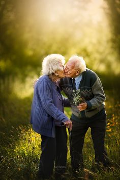 Cute Old Couples, Elderly Couples, Couples In Love, Old Couple In Love, Old Love, Growing Old Together, Old Folks, Young At Heart, Life Partners