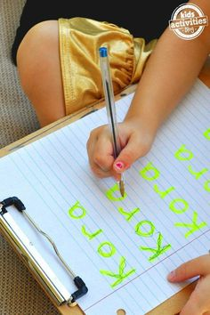 10 Name Writing Practice Activities 10 name activities for kids. Trace the highlighter letters use gel bags and more! The post 10 Name Writing Practice Activities appeared first on Toddlers Diy. Preschool Names, Preschool Writing, Kids Writing, Writing Jobs, Writing Skills, Preschool Letters, Writing Table, Pre Writing, Teaching Toddlers Letters
