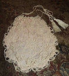 Here we have an absolutely gorgeous Antique Edwardian / Victorian handmade tatted lace Purse. It is light cream in color with a pastel pink lining and drawstring closure. Wonderful condition for age,