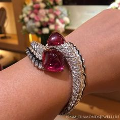 1,820 отметок «Нравится», 17 комментариев — MITRA JEWELS (@mm_diamondsjewellers) в Instagram: «Marvelous  #cartier #TreasuresByMitra»