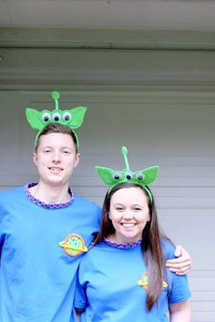 DIY Toy Story Alien Costume – ariel & alder - Toys for years old happy toys Diy Alien Costume, Toy Story Alien Costume, Toy Story Costumes, Diy Costumes, Costume Ideas, Halloween Costumes, Family Costumes, Dance Costumes, Scary Halloween Crafts