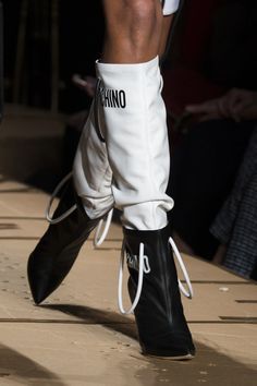 Moschino at Milan Fashion Week Fall 2017 - Details Runway Photos