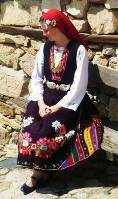 Bulgarian Folk Costume, Costumes, Folk Clothing, Folk Fashion, Very Lovely, Fashion History, Traditional Dresses, Kids Wear, Beauty Women