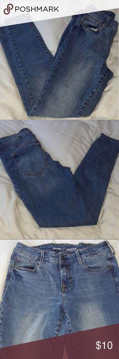 ☄BOGO FREE☄ OLD NAVY SKINNIES Beautiful Old Navy Rockstar skinny jeans, size 1 short. Old Navy Jeans Skinny