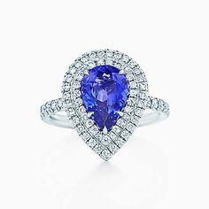 Anillo Tiffany Soleste en platino con tanzanitas y diamantes.
