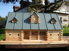 Extreme Birdhouses , Ranch home