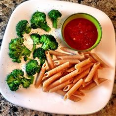 A great idea for toddler meals. Have the little ones dip the pasta in the pasta sauce!  What's on the menu? ★ Pasta (I'd choose a pasta that is easy for toddlers to grab and dip - penne, rigatoni, rotini) ★ Side of pasta sauce ★ Broccoli