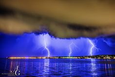 Arrival of the storm system and associated shelf cloud to Zadar few minutes ago, which officially marks the beginning of Indian summer as temps are going to drop for good