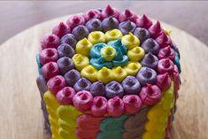 Πολύχρωμη τούρτα γενεθλίων από τον Άκη Πετρετζίκη. Μία τούρτα που θα ξετρελάνει μικρούς και για μεγάλους.Είναι πολύ πολύ εύκολη,δεν χρειάζεται πολλά υλικά,έιναι ελαφριά και έχει...