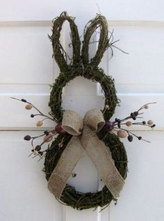 Easter Bunny Door Wreath, Rustic Easter craft ideas, DIY Easter craft ideas