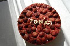 Nepečený tvarohový dvojčokoládový dortík s jahodami