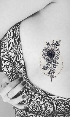 Women's Small Sunflower Rib Tattoo Ideas - Black Realistic Flower Side Boob Tat - Pequeñas ideas de tatuaje de la costilla de girasol - www.MyBodiArt.com #tattoos