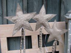 Diese Sterne habe ich aus dem tollen SnapPap von genäht. SnapPap ist ein waschbares Papier in Lederoptik, das aus einer Papier-Kunststoff-Mischung besteht. Es ist ein geniales Material und sehr e...