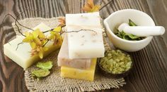 What is soap? Before you get technical, it is important to understand what soap is and the chemical processes involved when making cold-processed soap. Solid Shampoo, Natural Shampoo, Shampoo Bar, Natural Hair Care, Best Natural Soap, Natural Soaps, Eco Beauty, Soap Recipes, Home Made Soap