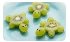 Schildkröten aus Kiwi Weintrauben Foodie Kinder Kids lecker gesund süß Obst - Comidas fáciles - Las recetas más prácticas y fáciles Cute Snacks, Snacks Für Party, Snacks Kids, Toddler Meals, Kids Meals, Sea Party Food, Fruit Party, Sea Food, Food Food