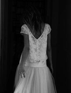Élise Hameau pour l'effet de la combinaison entre une jupe en tulle, des hanches resserrées et moulées par une large ceinture de soie. Haut en dentelle (à plutôt transformer en haut moulant)