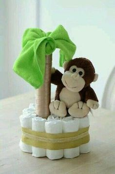 How to Throw An Awesome Baby Shower Party - Baby Diy Regalo Baby Shower, Fiesta Baby Shower, Baby Shower Diapers, Baby Boy Shower, Cute Baby Shower Gifts, Monkey Themed Baby Shower, Baby Shower Cards, Shower Party, Baby Shower Parties