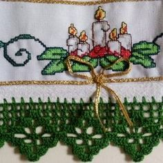 Use to make table runner for Christmas season Thread Crochet, Filet Crochet, Crochet Bikini Pattern, Crochet Boarders, Sewing Techniques, Cross Stitch Designs, Crochet Projects, Diy And Crafts, Lace