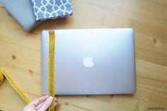 MANTEN TU PORTÁTIL SÚPER PROTEGIDO CON ESTA FUNDA DE TELA / DIY Diy Notebook, Patchwork Bags, Diy And Crafts, Projects To Try, Quilts, Sewing, Tan Solo, Fabric, Sketches