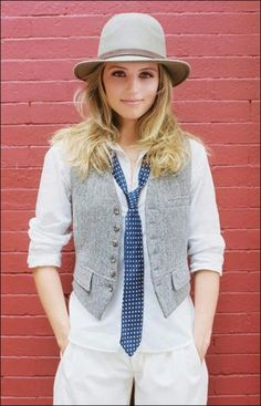 Classic Menswear Fashion Ideas For Women - gray tweed vest + white button down shirt + skinny tie Tomboy Fashion, Look Fashion, Womens Fashion, Tomboy Style, Androgynous Style, Androgyny, Trendy Fashion, Fashion News, Women Ties