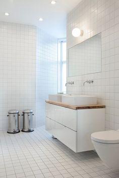 badkamer witte 15x15 tegel donkere voeg
