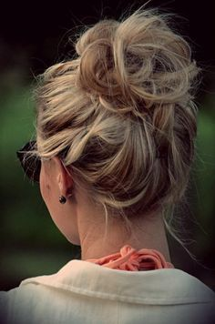 High Messy Bun Hairstyles Ideas High Messy Bun Hairstyles IdeasMessy hair everywhere. Who doesn't like perfect messy hair? Whether your hair is short, medium or long, h Messy Bun Hairstyles, My Hairstyle, Pretty Hairstyles, Messy Updo, Winter Hairstyles, Perfect Hairstyle, Wedding Hairstyles, Fast Hairstyles, Chignon Bun