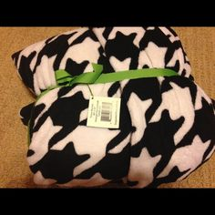 Vera Bradley Throw Vera Bradley Throw in Midnight Houndstooth NWT 80 x 50 extra soft for couch or extra warmth for bed they wash up nicely in warm water  Vera Bradley Other