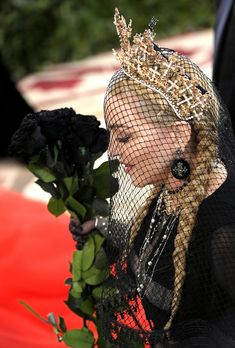 Photo of Madonna Looks So Stunning at the Met Gala, She Deserves to Keep That Gold Crown Madonna Looks, Lady Madonna, Madonna Fashion, Actress Priyanka Chopra, Or Noir, Damsel In Distress, Gala Dresses, I Icon, Music Icon
