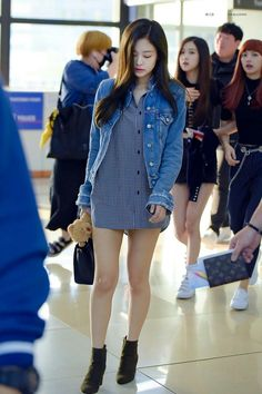 Jennie from Blackpink Blackpink Fashion, Asian Fashion, Fashion Outfits, Womens Fashion, Kpop Outfits, Casual Outfits, Cute Outfits, Airport Style, Airport Fashion