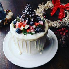 大人の階段またひとつ❤と、しっとりふわんふわ~ん♪デコレーションシフォンケーキ♪ | しゃなママオフィシャルブログ「しゃなママとだんご3兄弟の甘いもの日記」Powered by Ameba Drip Cakes, Something Sweet, Cake Decorating, Cheesecake, Pudding, Sweets, Cooking, Desserts, Recipes