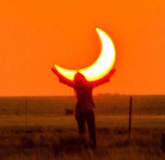 Holding the orange moon, aesthetic orange sky picture Orange Aesthetic, Rainbow Aesthetic, Aesthetic Colors, Aesthetic Photo, Aesthetic Pictures, Sun Aesthetic, Orange You Glad, Orange Is The New, Picture Wall