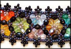 Kronleuchterjuwelen Glasperlenschmuck - buntes Perlenspitzen-Halsband (Detailfoto)