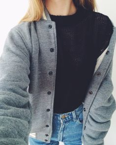 Love the high neck black sweater w/ the faded high waist Levi's